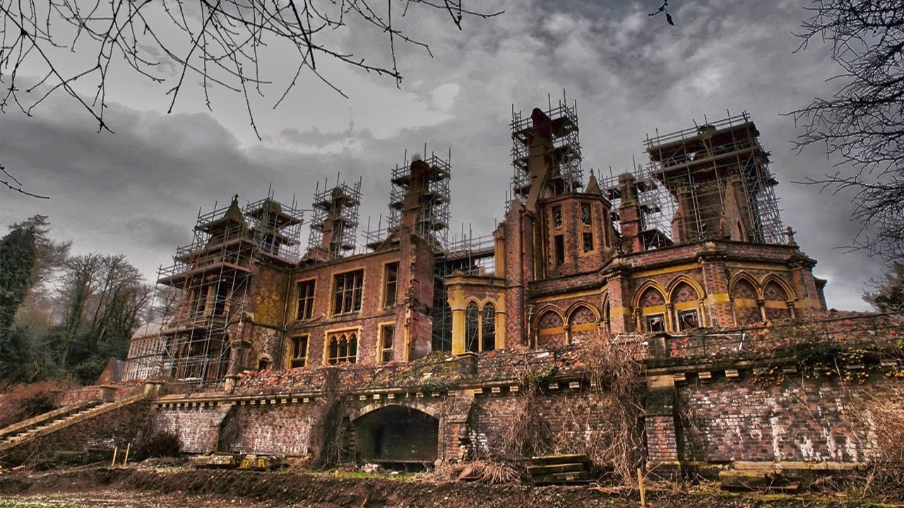 Exploring Abandoned 17th Century Gothic Mansion At Night