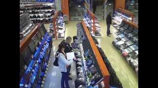 Как воруют в магазине ДНС.(Съемка как в магазине пара молодых людей украли видео карту., 2013-07-01T14:48:05.000Z)