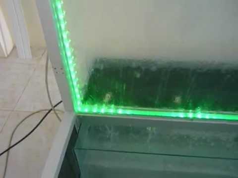 Cascada de aluminio y vidrio en sistema de luz led con for Motor para cascada