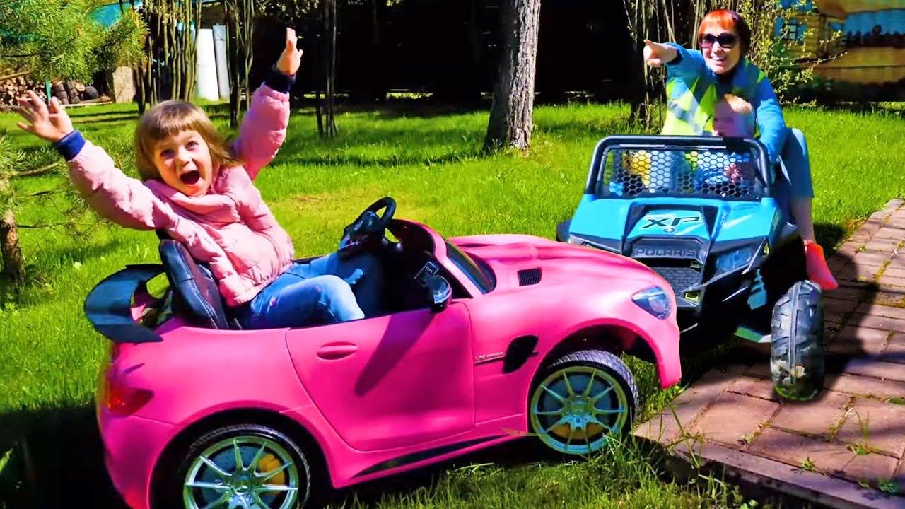Детские песни про машинки - Эвакуатор. Маша Капуки, Бьянка и Карл играют с машинками