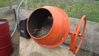 видео Как замешивать бетон в бетономешалке: правила