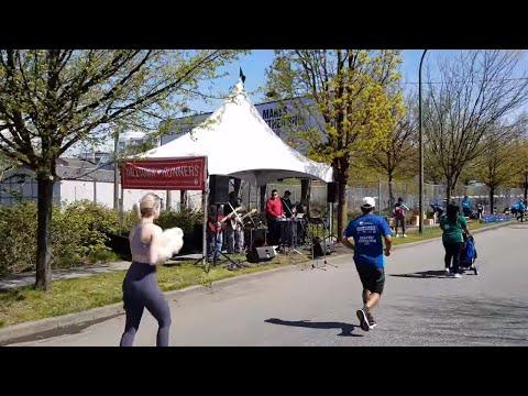 Vancouver EVENT: 2018 VANCOUVER SUN RUN 10K, Pt. 11 - Music Break at K8