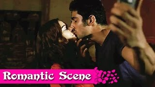 Hot Romance of Prateik Babbar And Evelyn sharma | ISSAQ | Romantic Scene | HD