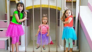 O Bebê quer ser alto para brincar com seus primos ★ شفا دخلت البيبي السجن ! Laurinha e Helena