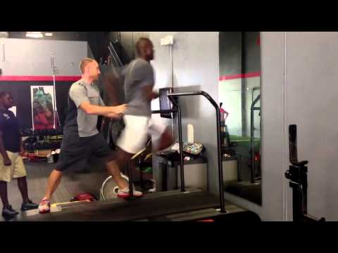 Chad Ochocinco Johnson Running 24 Miles Per Hour On A Treadmill With 2.5% Incline!