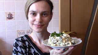 Салат из баклажан с яйцом и кукурузой.