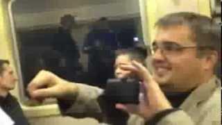 Незлобин раздает пассажирам газеты в электричке !!!