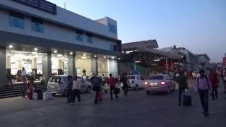アキーラさん利用①インド・アーメダバード市街地(旧市街)!鉄道駅!IRailway station in Ahmedabad in India