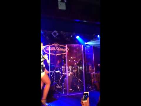 Ashanti and Jeremih perform 'Love Games' in NYC