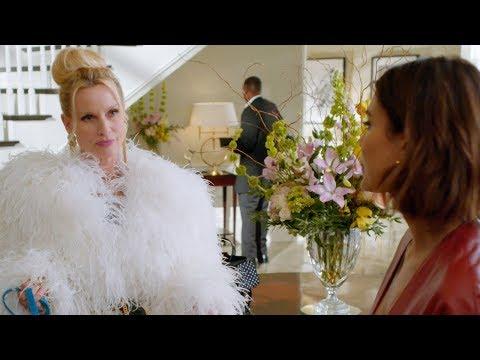 Dynasty 1x17 — Alexis vs. Cristal