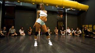 Smack That ( Akon Ft. Eminem) | Twerk choreo for beginners on …