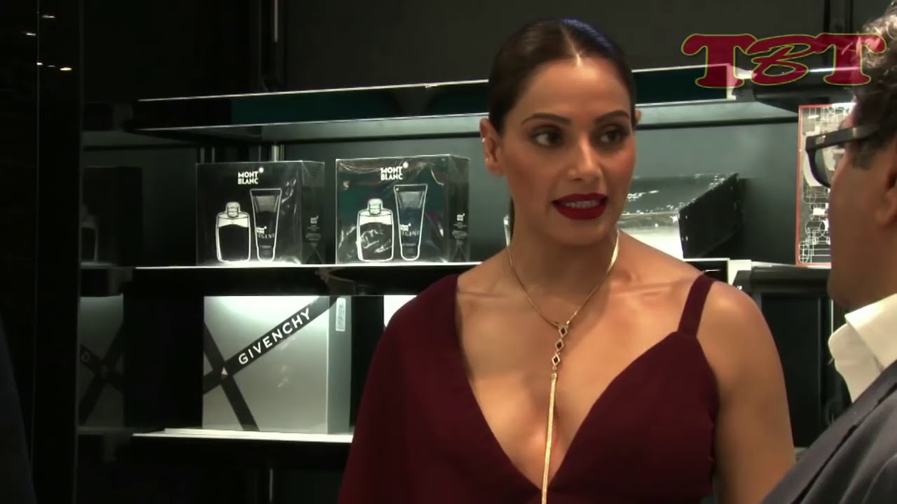 Download Bollywood Actress Embarrassing OOPS Moment | CAUGHT on Camera