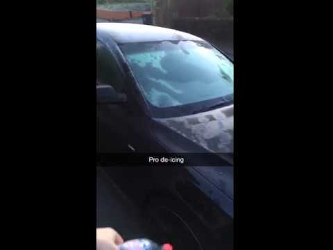Download Guy de-ices a car using an amazing trick!