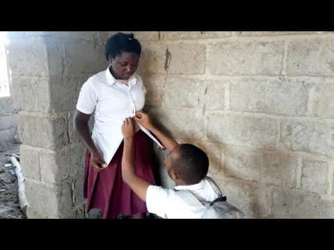 Download Wanafunzi wafumwa wakiunganisha vikojoleo