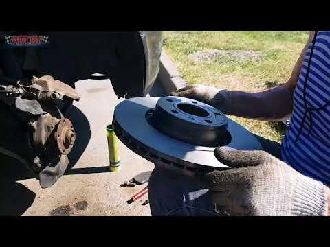 Замена передних тормозных дисков и колодок в Ауди А6 С6
