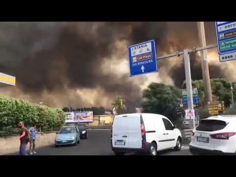 Emergenza incendi a Catania: Ognina e la Playa vanno a fuoco. Video Foto