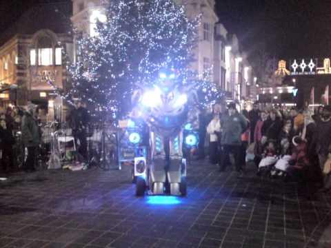 titan the robot in liverpool singing xmas carols 2...