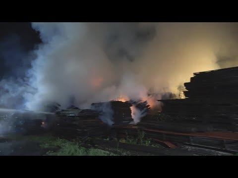 Erneuter Brand durch Brandstiftung in Sägewerk in Sankt Augustin-Menden am 24.08.17 + O-Ton