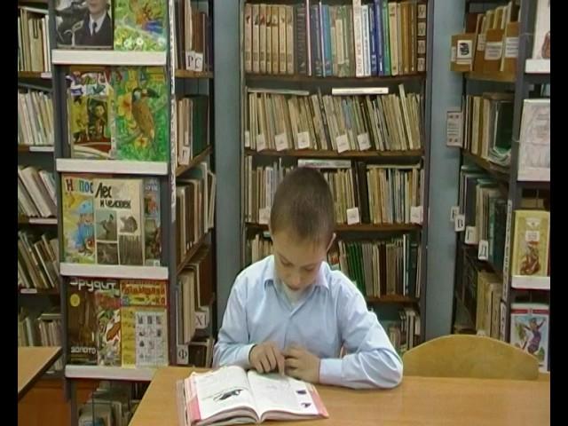 Изображение предпросмотра прочтения – КириллБецку читает произведение «Стрекоза и Муравей» И.А.Крылова