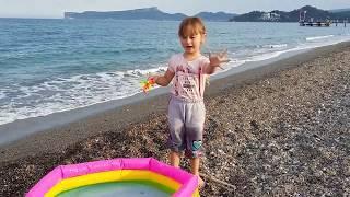 Рыбалка на берегу Средиземного Моря Развлекательное видео для детей Video For Kids Melissa Tv