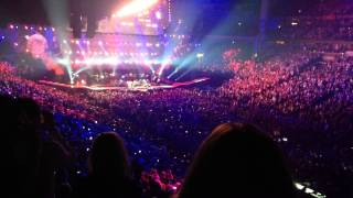 Garth Brooks sings Friends In Low Places with Justin Timberlake Nashville December 19 2014