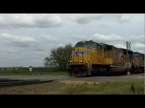 UP 4746 Leads Grain Train In Low Moor, IA