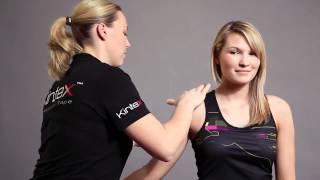 Kinesio Tape, Kinesiologie Tape bei Schmerzen im Schulterbereich (Deltamuskel) (HD).mp4