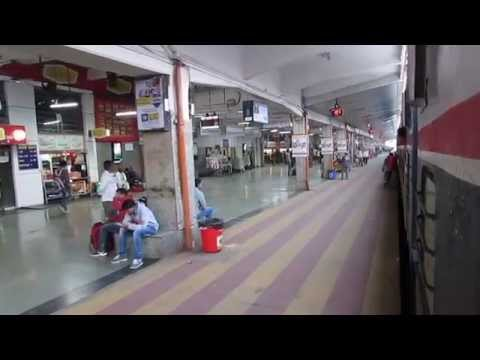 The Deccan Queen super fast express departing from Pune Junction railway station!