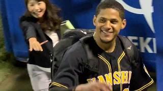 マルテの笑顔が素敵!敗戦後に引き上げる阪神の首脳陣と選手たち