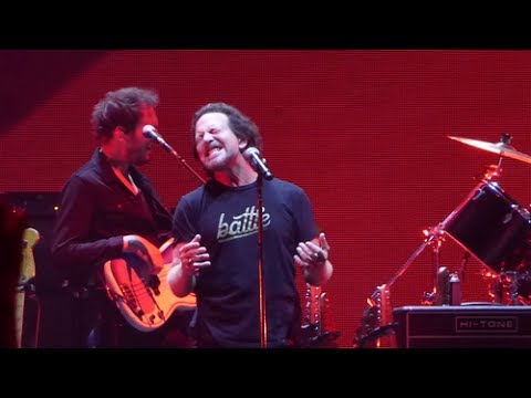 Comfortably Numb - Roger Waters & Eddie Vedder Us + Them 2017.07.23 Chicago Night Two