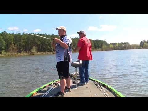 Bandit Lures.. Pete Ponds Teaching How To Fish A Bandit Flatmax In Spring
