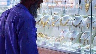سخرية سعودي من عامل نظافة بسيط تنقله الى الثراء