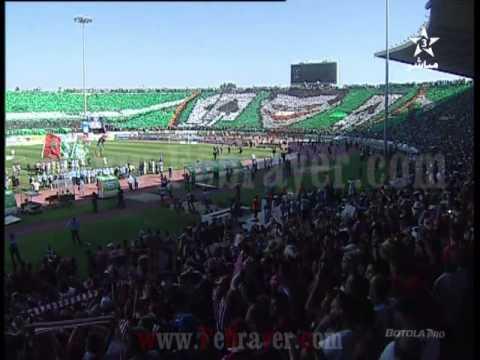 جمهور الرجاء يرفع تيفو عملاق أمام المغرب التطواني thumbnail