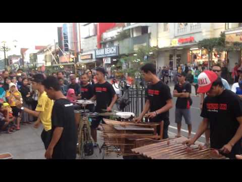 Via vallen - Bojo galak - Angklung malioboro (pengamen Jogjakarta)