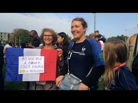 كرة القدم: نجم المنتخب الفرنسي مبابي يحظى بتكريم شعبي في مدينته بضواحي باريس  - 12:55-2018 / 10 / 18