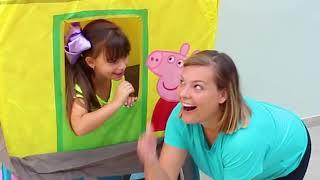 Laurinha Brincando de Esconde Esconde na casa da Arvore da Peppa Pig