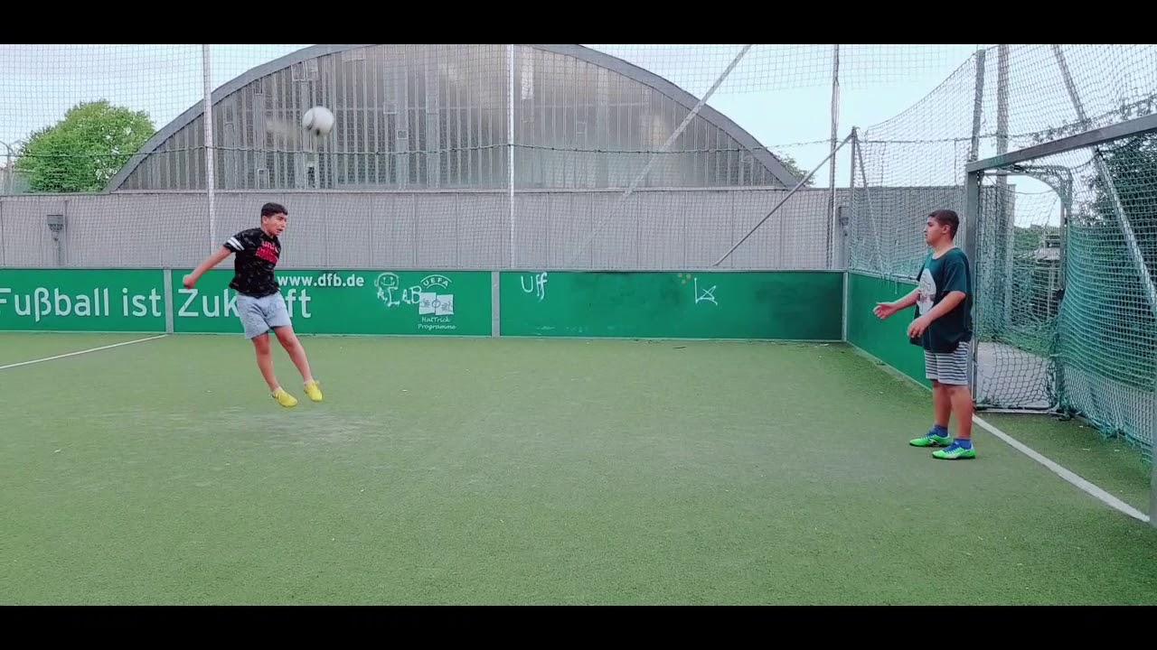 مهارات ضرب الكرة بالراس