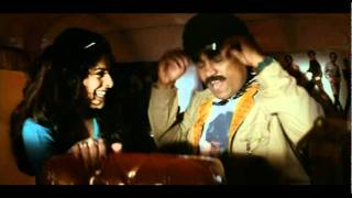 Johny lever & his girl friend romance in auto -  Aaghaaz