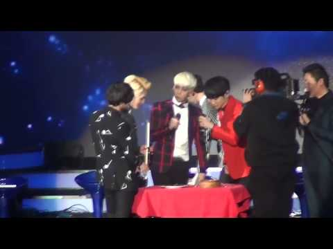 131130 SHINee Festival Tour in Shanghai - KEY feeding JONGHYUN & Eating