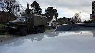 Урал 4320, заставили убрать. Ural 4320, Ordnungsamt war da.