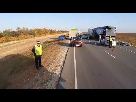В Волгоградской области – страшное ДТП с тремя грузовиками, один человек погиб