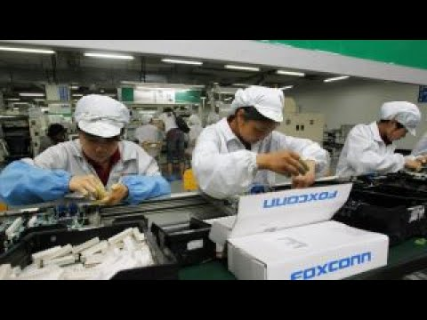 Apple supplier Foxconn to open Wisconsin plant: Lobbying source