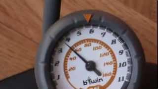 Спортивный велосипед как накачать колесо с барами(Спортивный велосипед как подкачать колесо.велосипед как накачать колесо.как подкачать колесо с манометром..., 2013-08-09T07:20:08.000Z)