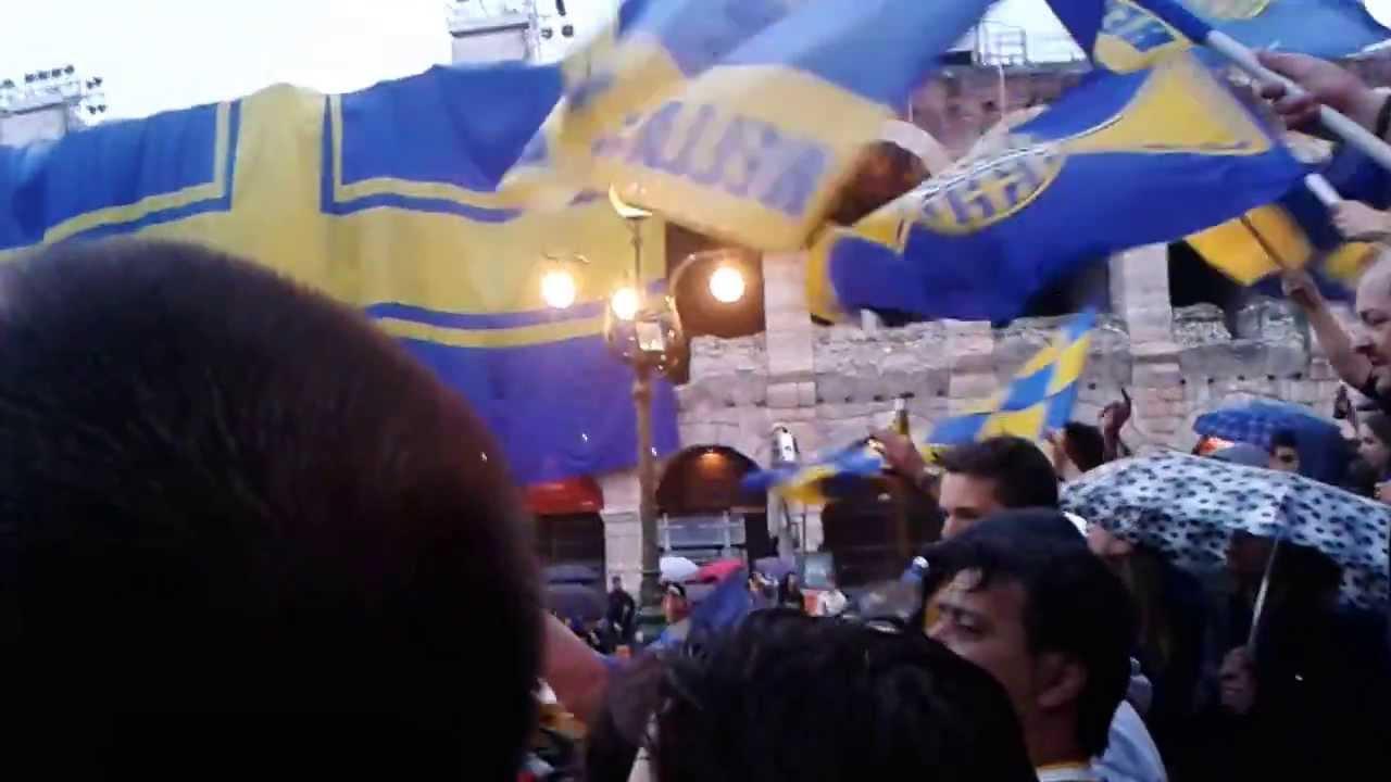 ultras hellas verona festeggiano la serie A - YouTube