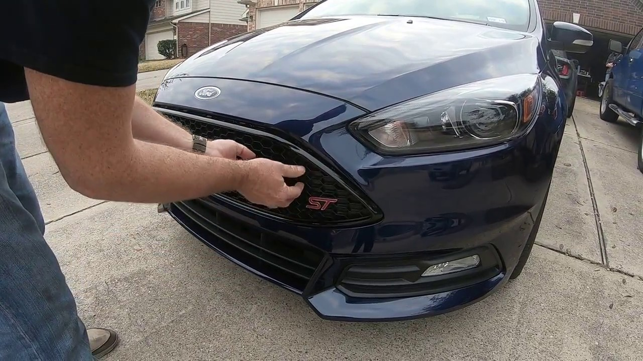2015+ Ford Focus ST upper grill removal