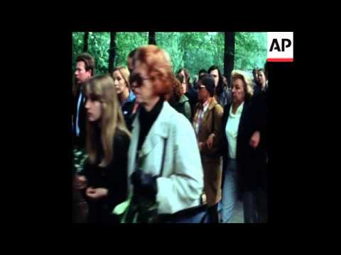 SYND 15 5 76 FUNERAL OF RED ARMY FACTION LEADER ULRIKE MEINHOF AFTER ALLEGED SUICIDE