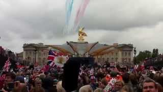 Diamond Jubilee 2012 Red Arrows Flypast in Grand Finale
