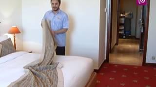 """احمد الكيلاني في مهنة """"ترتيب غرف في فندق"""" ليوم واحد"""