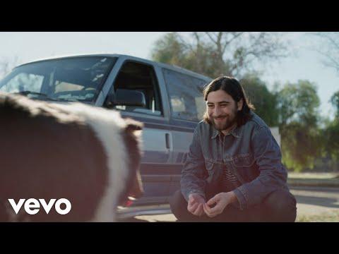 Смотреть клип Noah Kahan - Mess