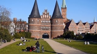 Gambar cover Lübeck: Altstadt, Trave, Holstentor, Video 1 - Full HD VideobildFilm